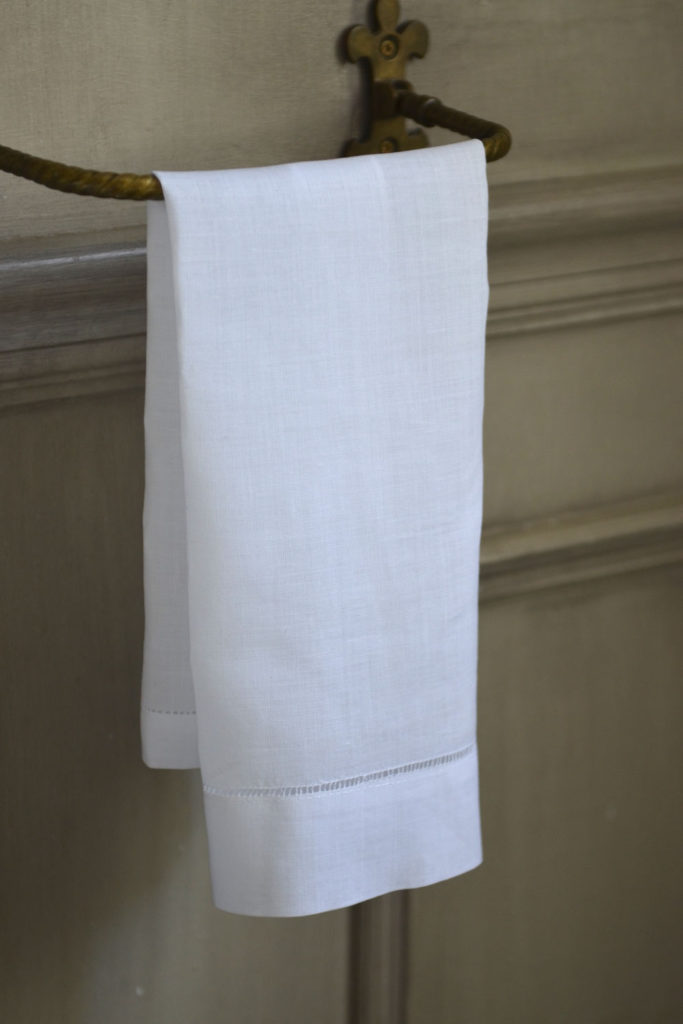 Plain Linen Guest Towel Masquerade